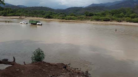 The Pilaya river, and location where one of the bridges is being built. Driving through the river is the only way currently to cross.