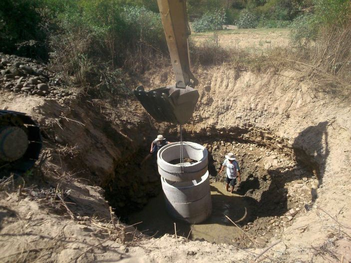 In 2016, Mano a Mano has started a new type of water project - building surface wells.