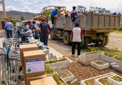 Mano a Mano distributing supplies to 28 organizations on March 14th, 2020.