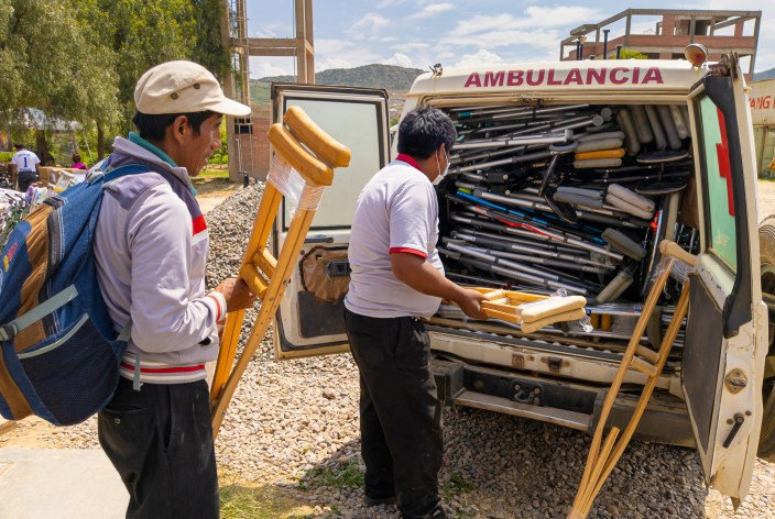 In 2020, Mano a Mano shipped 7 containers with 175,777 pounds – 87+ tons! – of medical supplies, mobility equipment, and other items to Bolivia for distribution to people and organizations in need throughout the country.