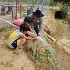 Water flowing from a new water well built in Laguna Carmen, Bolivia in 2019.