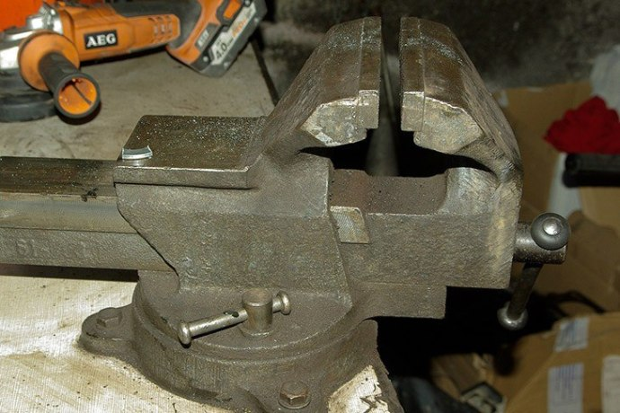 vise for affixing