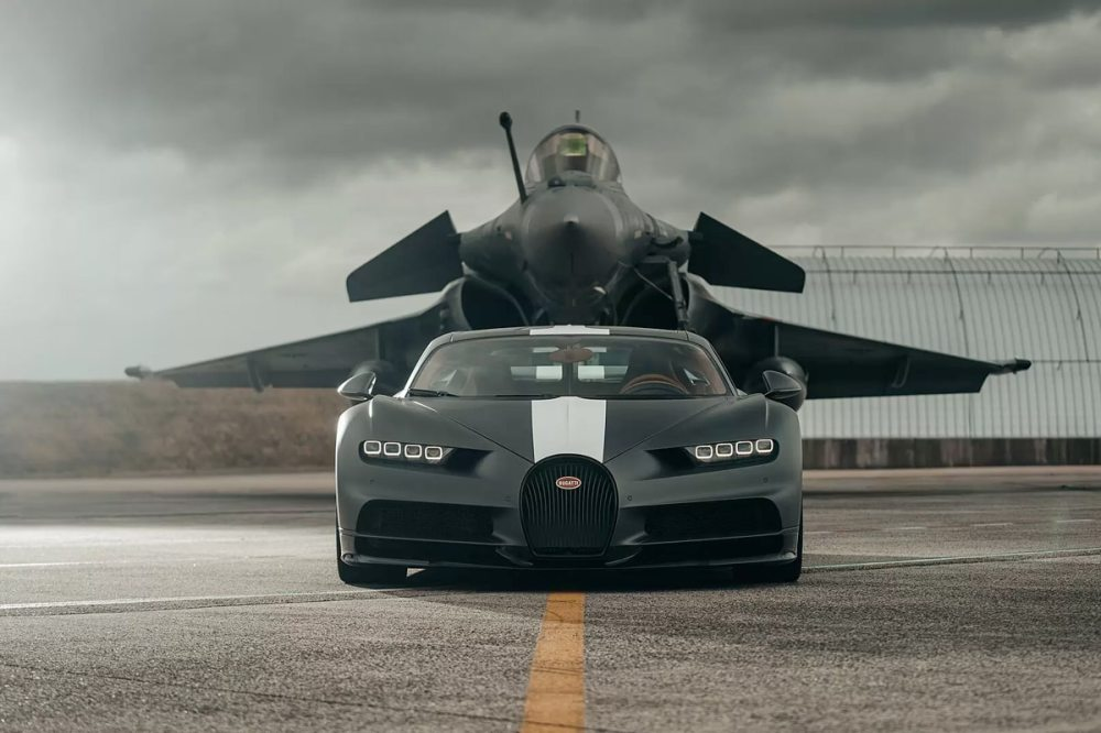 Watch a Bugatti Chiron Sport Race a Fighter Jet in the Ultimate Speed  Showdown   Man of Many