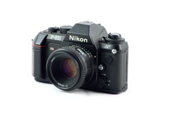 Nikon F-501 (vue de face 2)