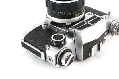 Miranda Sensorex - The maximum aperture selection knob, and the lever which transmits the aperture to the exposure meter.
