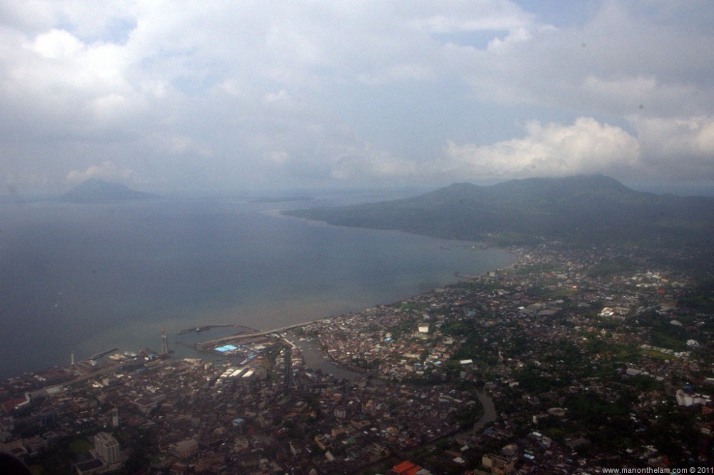 Manado-Indonesia-from-the-air.jpg