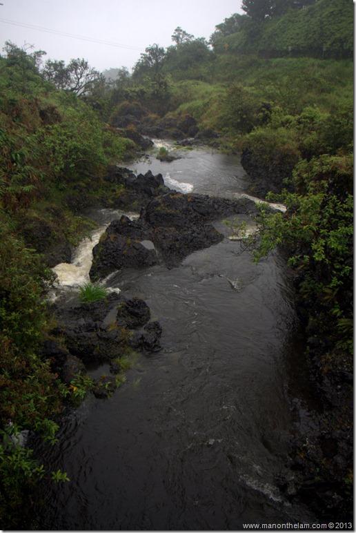 A river runs through it, Hana Highway, Maui