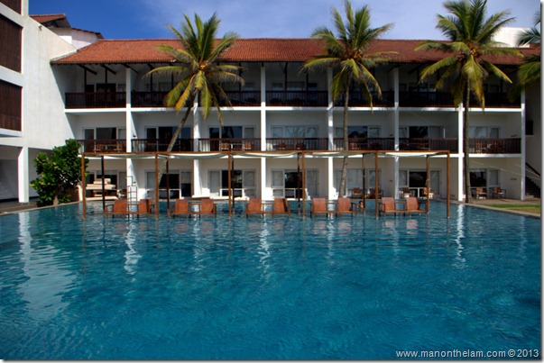 Pool at Jetwing Blue Hotel, Negombo, Sri Lanka