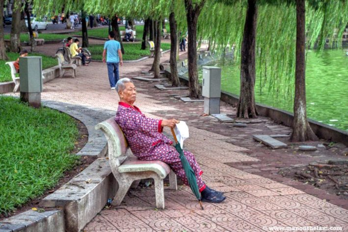hanoi-gentleman-in-pajamas-vietnam