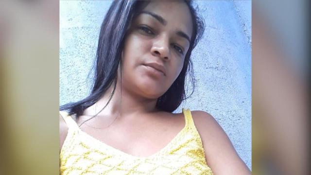 Mulher é torturada, decapitada e enterrada em campo de futebol em Manaus