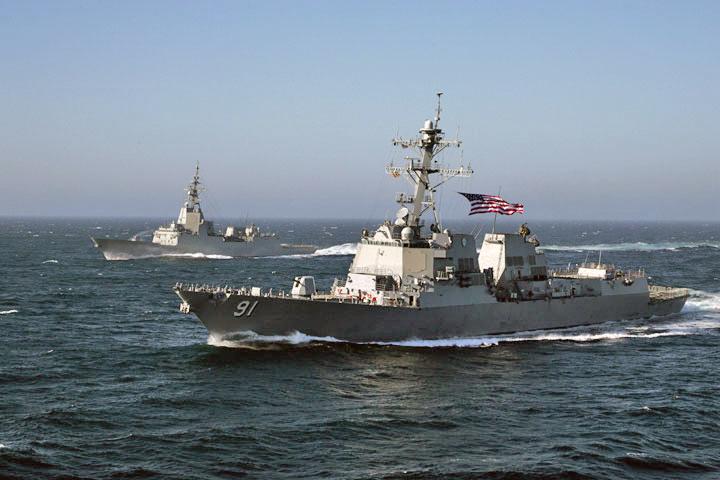 Estados Unidos mobilizam navio de guerra em frente à costa da Venezuela