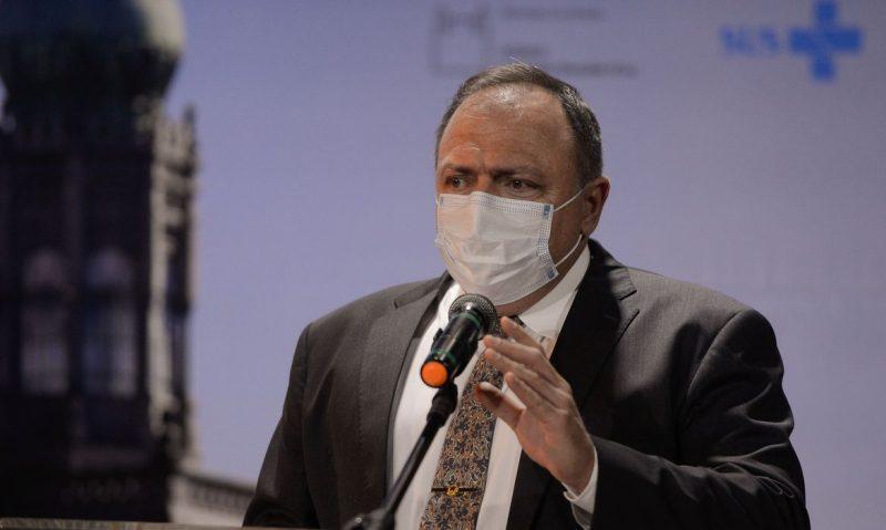 """Eduardo Pazuello nega saída: """"continuo ministro da saúde até quando o presidente quiser"""""""