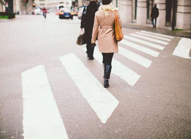 Pedestrians at crosswalks found to follow the Levy walk process