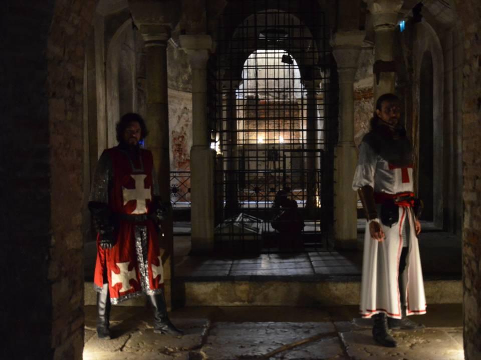 cripta-notti-insolite-crociati
