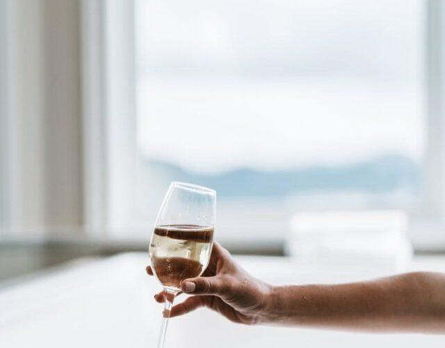 ワインを語る時スクールに通う必要はあるの?