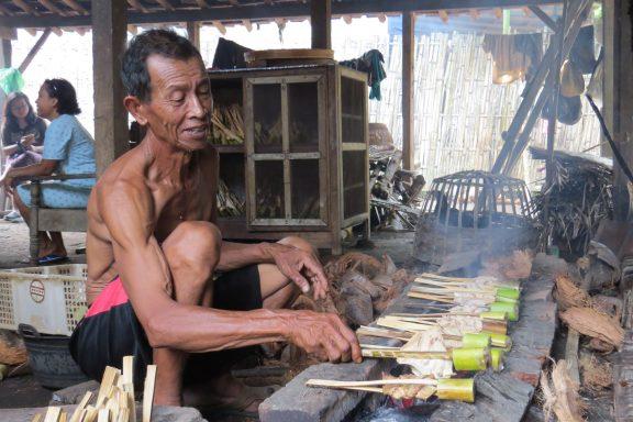 cooking sate iwak pe