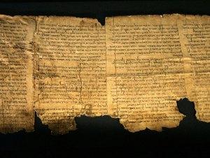 كشف أسرار مخطوطات البحر الميت الغامضة