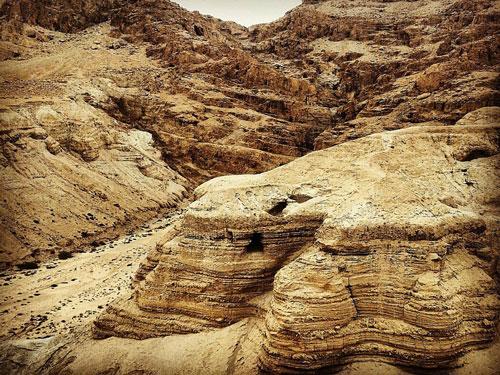 مخطوطات البحر الميت ، هل كانت مخطوطات البحر الميت مزورة ؛ ثورة اليهود الكبرى ، الهيكل الثاني لليهود