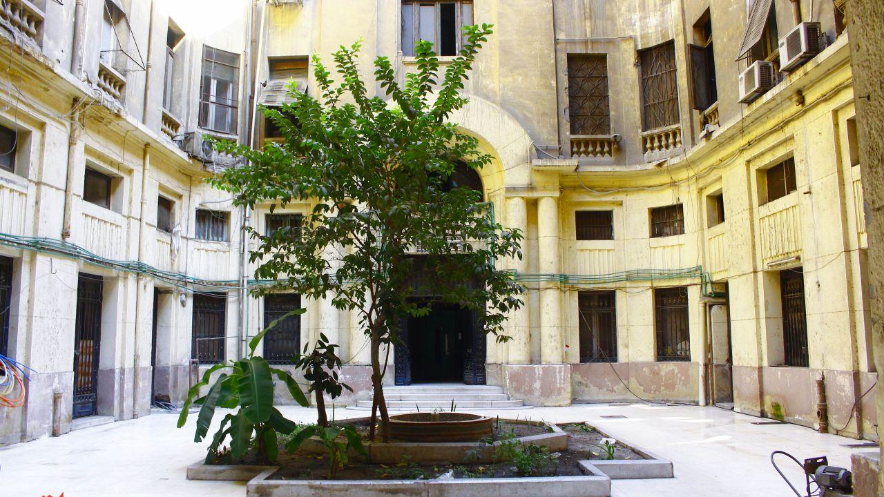 مدخل بين عمارتين خديويتين بشارع عماد الدين - تصوير صديق البخشونجي