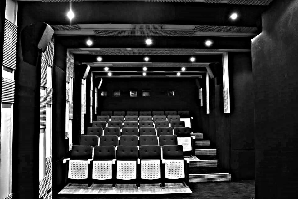 قاعة عرض الأفلام بمركز الفيلم البديل - سيماتك bw