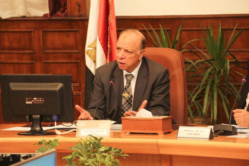 محافظ القاهرة أثناء الاجتماع التنفيذي للمحافظة اليوم - تصوير: صديق البخشونجي