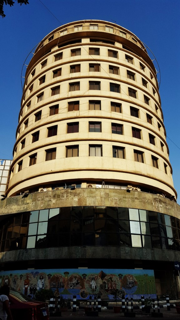 المبنى من تصميم المعماري المصري الرائد سيّد كُريّم (1911 - 2005) عام 1948.