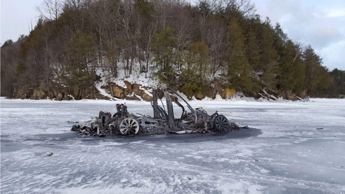 تذكر أن تسلا موديل X أحرقت على بحيرة متجمدة؟  تم اتهام مالكها للتو بالاحتيال الفيدرالي  🚀