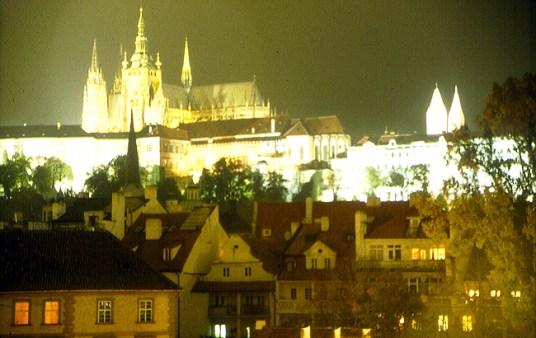 Vista noturna de Praga