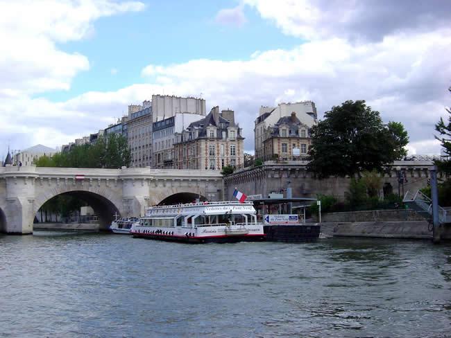 Passeio no Bateau-Mouche em Paris, um bom programa