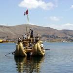 Barco de totora no Titicaca, Peru