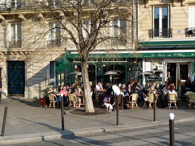 Café em Paris no verão