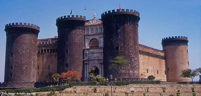 Castel Ovo, Nápoles