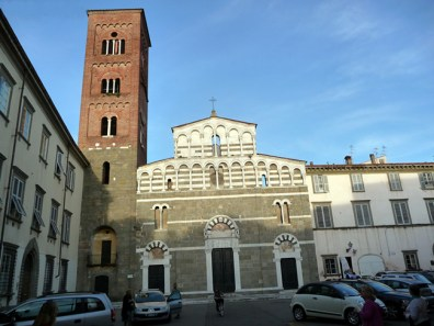 Lucca, Toscana, cidade ainda cercada de muralhas medievais