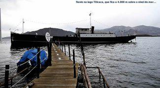 Navio no Lago Titicaca, Peru