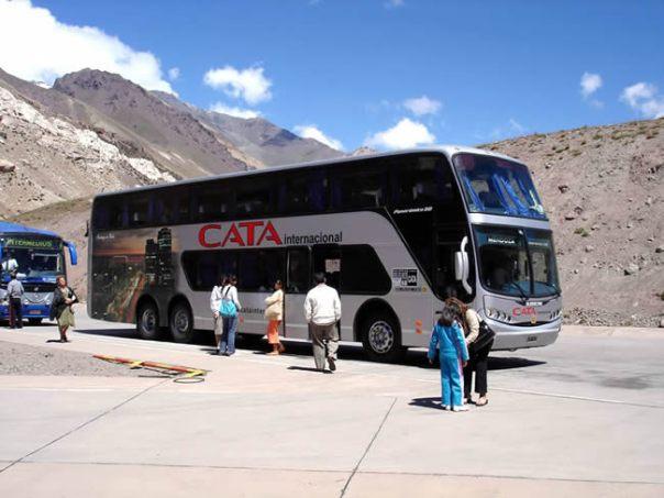 Ônibus que liga Santiago do Chile a Mendoza.