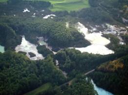 Foto tirada de um hidro-avião, lago vulcânico em Rotorua, Ilha do Norte