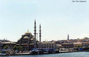 Instambul, na Turquia, mesquita com seus minaretes