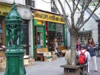 Livraria Shakespeare, especializada em livros em inglês, Paris