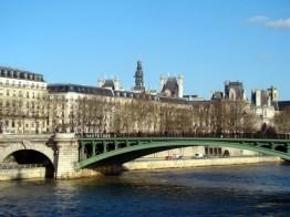 Louvre, visto do Sena