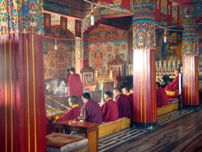 Interior de mosteiro budista em Pokhara, Nepal