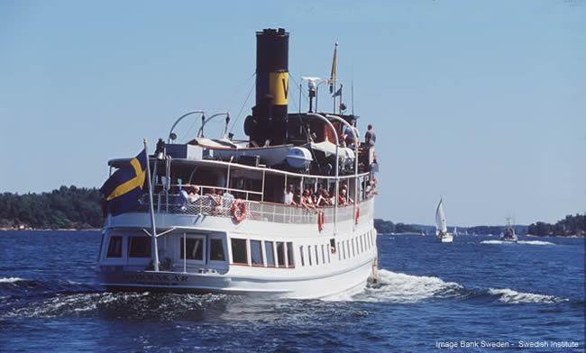 Navio para a ilha de Vaxholm, Suécia