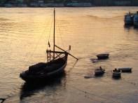 Pôr do sol no Rio Douro, na Cidade do Porto, em Portugal