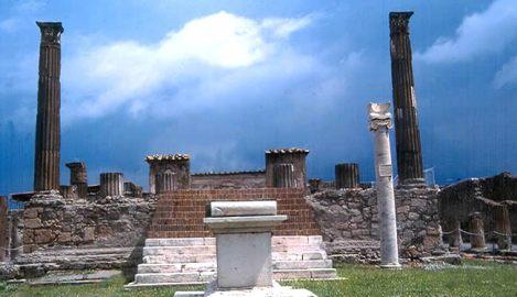 Pompeia, cidade romana soterrada pelo vulcão Vesúvio