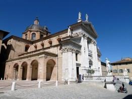 Imponente catedral de Urbino, Marche