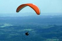 Voando de paraglider em Atibaia