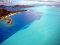 Laguna de Bora Bora fotografada de um helicóptero, Tahiti, Polinésia