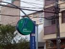 Rua João Cachoeira no Itaim, uma loja ao lado da outra