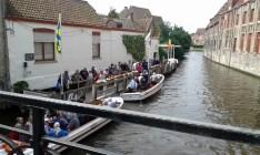 Bruges, embarque para passeio de barco pelos canais