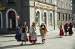 Moças em Riga, na Letônia