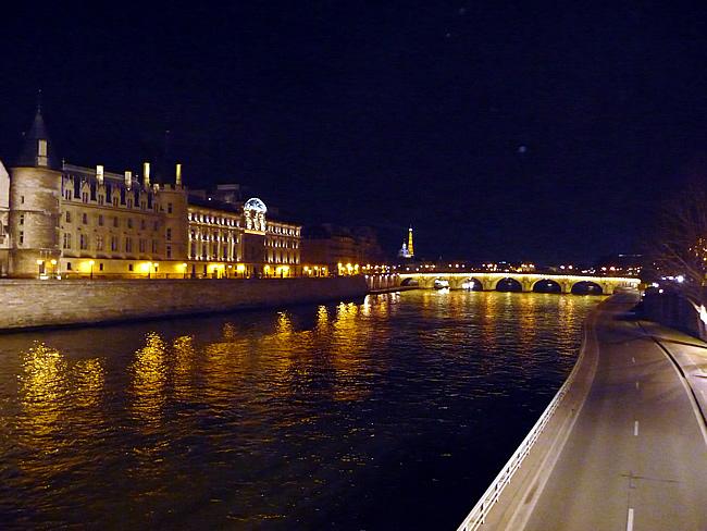 Paris à noite, rio Sena